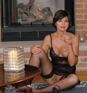 Femme mariée bourgeoise a Uccle aimerait un amant discret