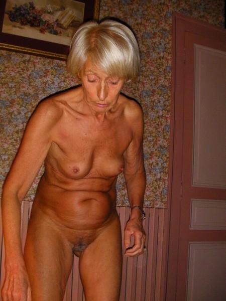 Grand-mère est une salope